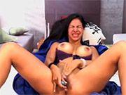 Bizarre moments avec des filles nues devant la webcam